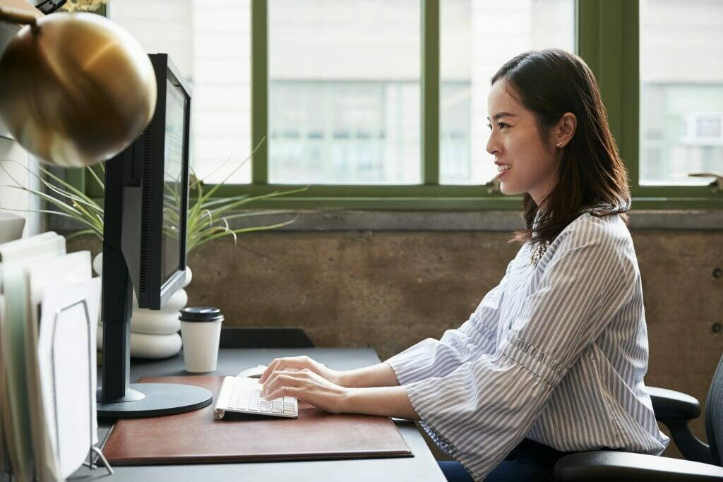 Asian woman woman working at the office on her computer
